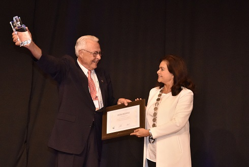 Dr Dieter Steinbach received the Joseph A. Oddis Award for Exceptional Service to FIP