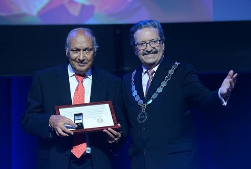Prof. Kamal K. Midha (left) receives the Honorary President title from Michel Buchmann